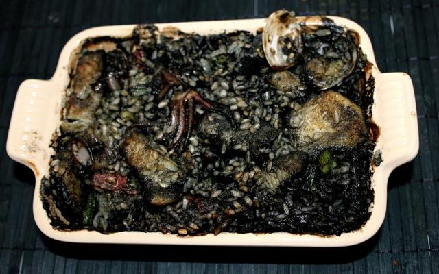 Arroz negro al horno